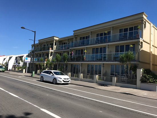 picture of pebble beach motor inn napier