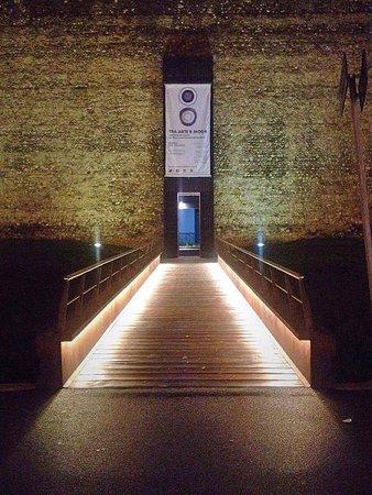 La porta lungo le mura in via pomeria per accedere al ristorante
