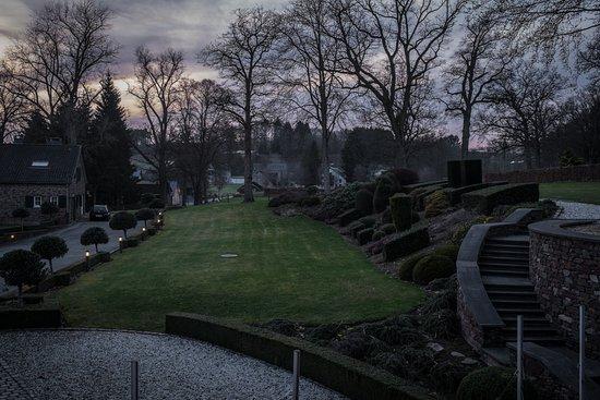 Ligneuville, België: hoteltuin