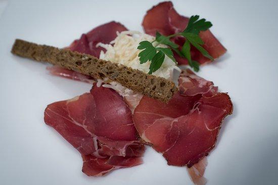 Ligneuville, بلجيكا: jambon de marcassin - tradition maison