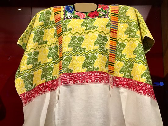 Centro de Textiles del Mundo Maya: Lovely huipile on display.