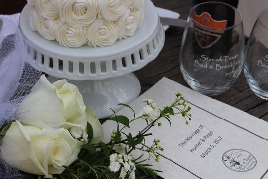 Brownwood, TX: Personal elopement cake for wedding