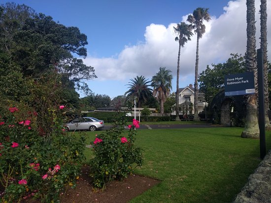 Parnell Rose Gardens : Entrance on corner of Gladstone Road and Judges Bay Road