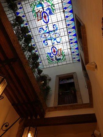 Cafe de Tacuba : Domo vitral en area lateral del comedor