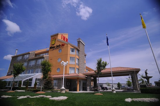 Monte Carlo Inn Barrie Suites: Hotel Exterior