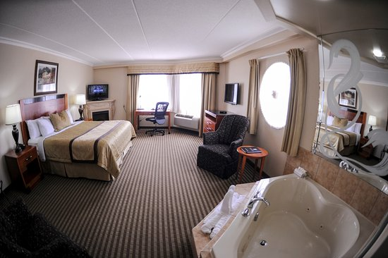 Monte Carlo Inn Barrie Suites: King Jacuzzi Suite