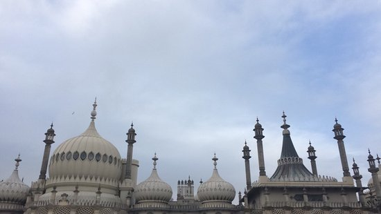 Royal Pavilion: The place is attractive and must be seen it reminds me of the Othmanis or Indian architects ther