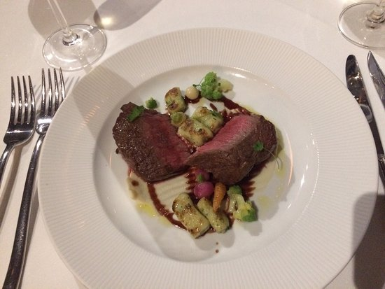 Gatehouse Restaurant: Strip Loin with cauliflower puree, pan fried gnocchi, port wine reduction.