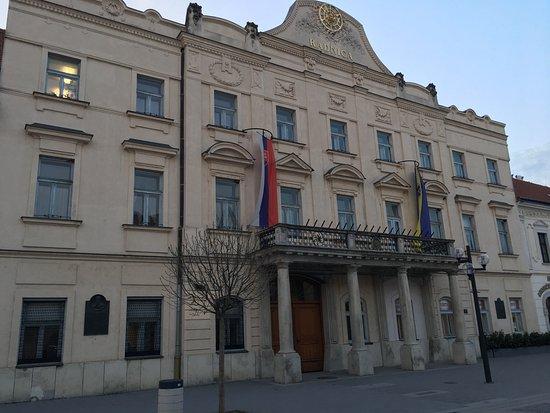 Trnava, Slovakien: Nice pedestrian zone with historical buildings