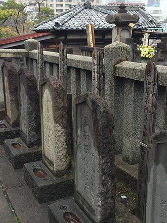 Sengaku - ji temple (burial place of 47 Ronin) - Picture of Outech