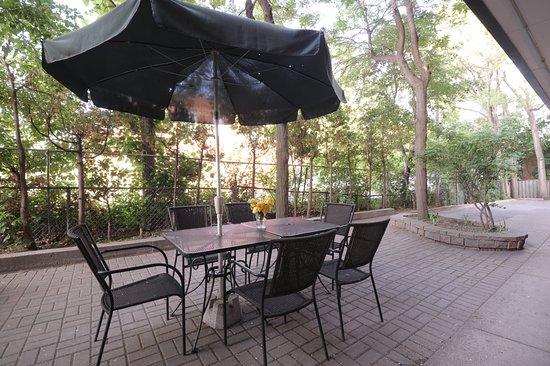 Monte Carlo Inn Mississauga / Toronto West: Outdoor Patio