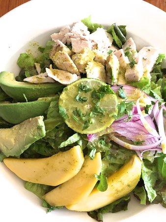 Mattituck, Νέα Υόρκη: Chicken, Avocado, and Mango Salad