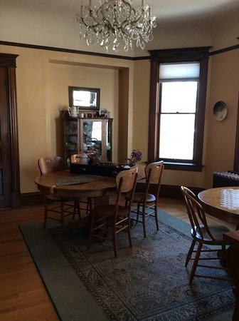 Decorah, IA: Warm and welcoming dining room for breakfast