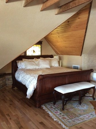 Decorah, IA: Attic suite with lots of room to relax