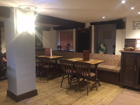 Newlands Valley, UK: Lots of eating areas in The Swinside Inn