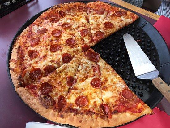 Nitro, WV: pizza