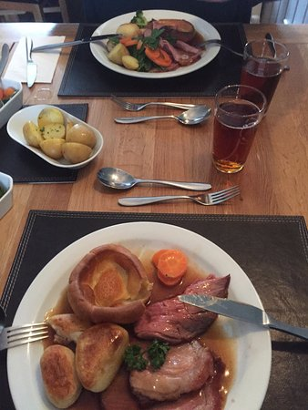 Parkend, UK: Roast Beef and Yorkshire Pudding with a Marston's Pedigree