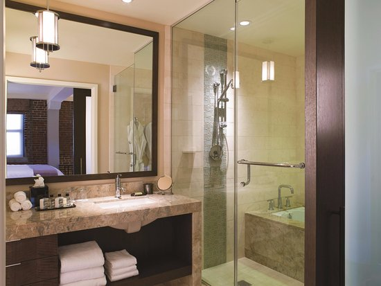 Fairmont Heritage Place, Ghirardelli Square: Residence Bathroom