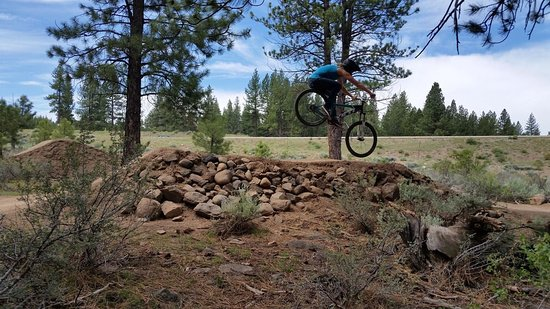 Truckee, Kaliforniya: Riding through the park