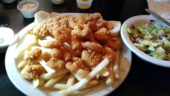 Jefferson, LA: This is the shrimp and catfish plate and salad