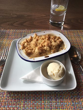 The Crown & Castle: Real rhubard crumble and ice cream