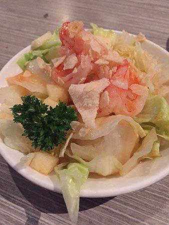 Kota Radja: Van alles en nog wat. Sushi, flensjes vd eens, frietjes, vogelnestjes, curry kip, sla met garnal