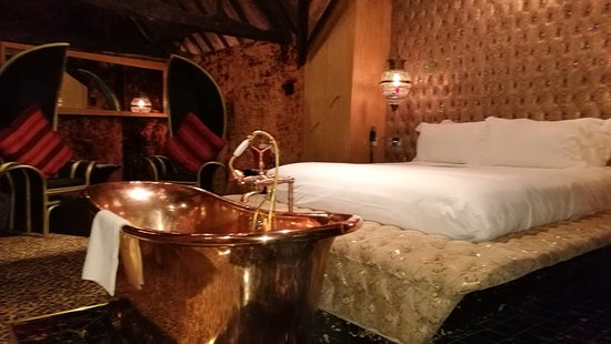 The Crazy Bear Hotel - Stadhampton: Copper tub