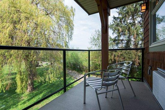 Courtenay, Kanada: Eagles View Balcony and Garden View
