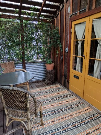 Boonville Hotel: Small porch of our room