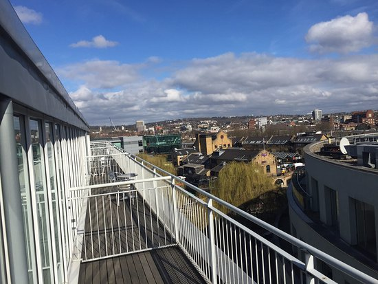 Holiday Inn London - Camden Lock: Incredible view from the top floor balconies!