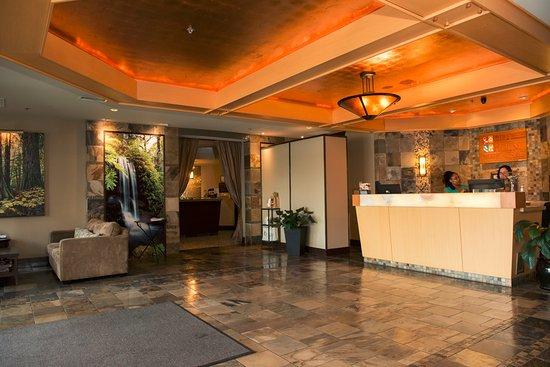 Courtenay, Kanada: Rivers Edge Main Hotel Lobby