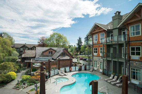 Courtenay, Canada: Pool view Rivers Edge