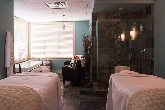 Courtenay, Canada: Ohspa Royal Suite massaage and chromotherapy bath