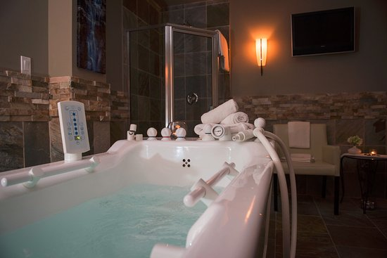 Old House Hotel & Spa: Ohspa Hydrotherapy Tub and Shower