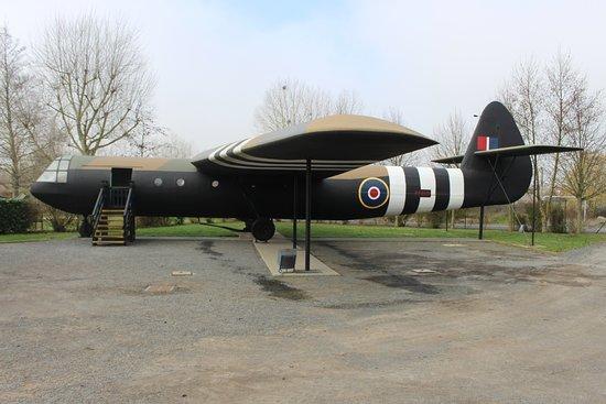 Ranville, Francia: Replica Horsa glider.