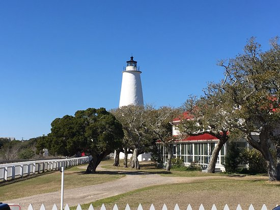 Ocracoke Lighthouse from parking area.