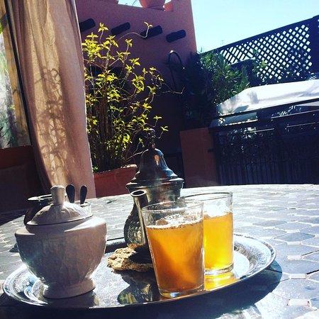 Riad Dar ATTIKA : Moroccan tea on the roof