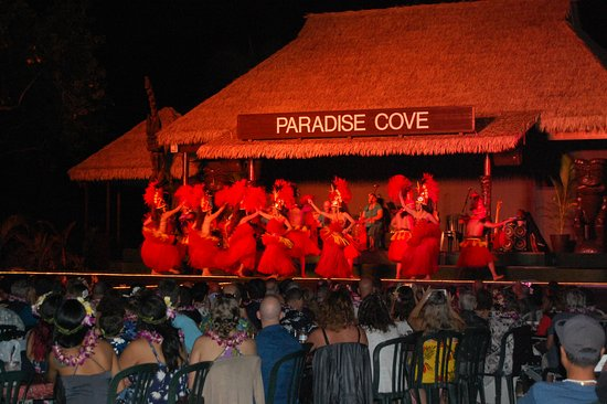Paradise Cove Luau: dancers