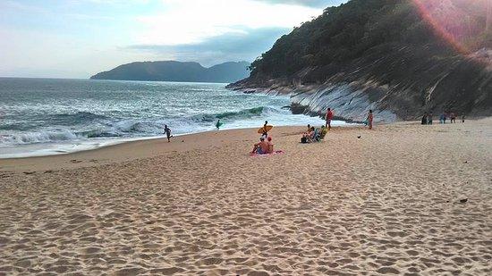 Pousada Tribo Ubatuba Hostel: Praia da Sununga