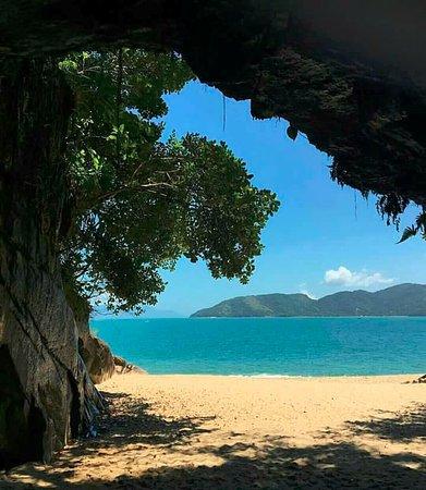 Pousada Tribo Ubatuba Hostel: Gruta que Chora, Praia da Sununga