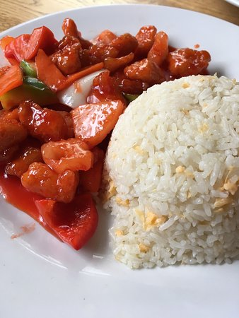 Fortune Inn Pub & Chinese Restaurant: Lunch Special-shredded chilli beef, sweet and Sour chicken