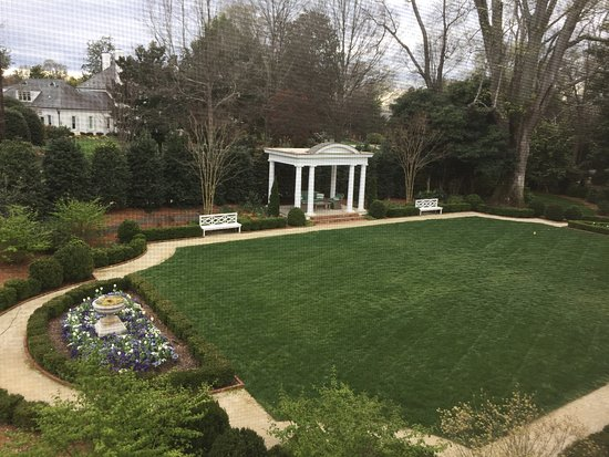 Duke Mansion Bed and Breakfast Photo