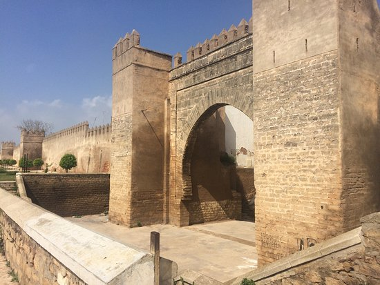 ‪سلا, المغرب: Bab dar essinaa or bab antar , this place was the first for laking ships and to liberate lot cou‬