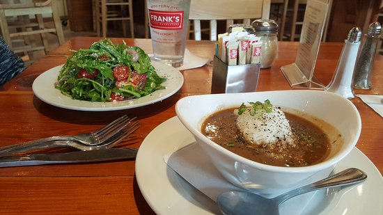 Frank's Pizza Napoletana: Soup of the day and Salad