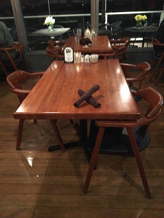 Όρεγκον Σίτι, Όρεγκον: Rivershore Bar & Grill