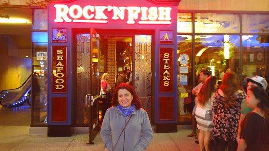 Rock'N Fish: muito movimento neste entorno..L.A. Live à noite..é ainda mais agitada..