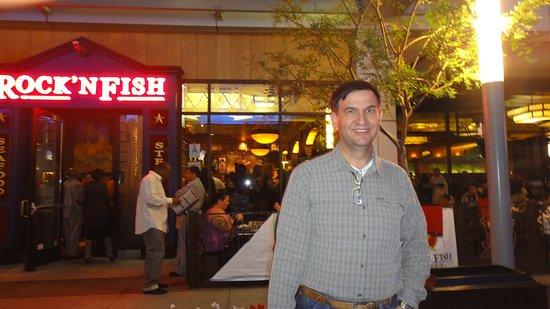 Rock'N Fish: restaurantes e escritórios neste quarteirão..e monte de atrações..fazem deste pedaço..agito só!!