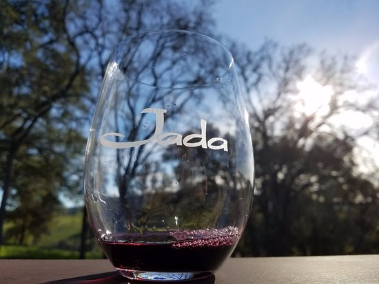 Paso Robles, Californië: Sipping Jada cab on the terrace of their tasting room.
