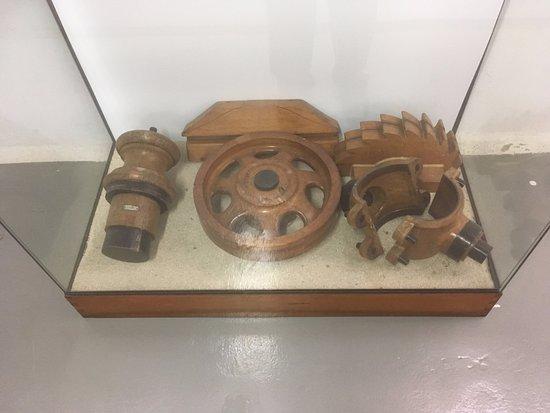 Carris Museum: いものを作る際の砂型に入れる鋳型。木製です。