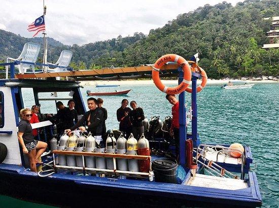 DiveAsia Tioman : Happy divers aboard the DiveAsia Boat